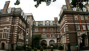 300px-Chelsea_College_of_Art_and_Design_-_2