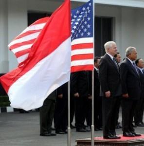 US Robert Gates Indonesia inside