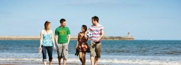 1008_Sunderland_Students_on_beach_unknown_uni_sunderland20120906-2-1k7ga8x