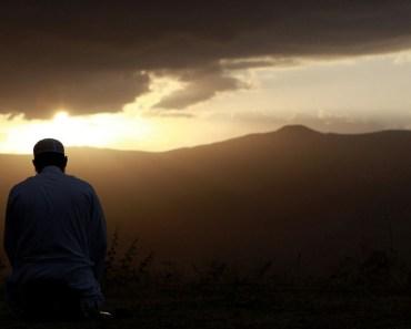Panduan Sunnah dalam Memilih Bacaan Surat Setelah Al Fatihah di Dalam Shalat
