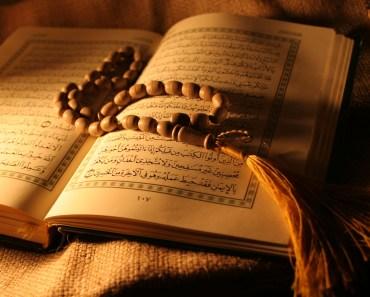 Bolehkah Membaca Quran Sambil Berbaring
