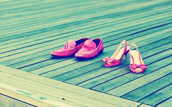 hukum sepatu hak tinggi berjinjit