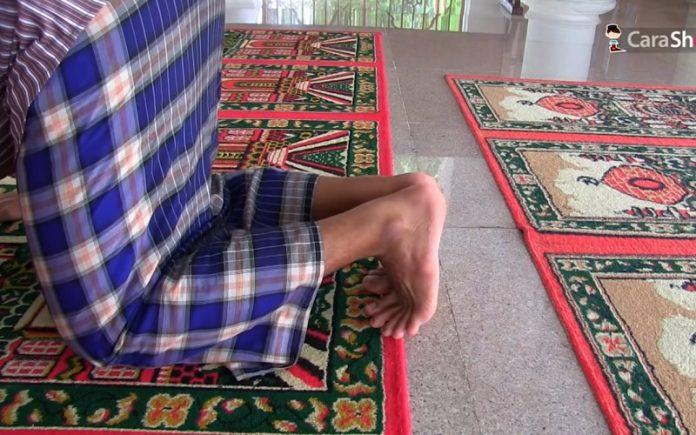 posisi kaki ketika sujud