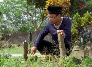 booking kuburan dan menyiapkan kafan