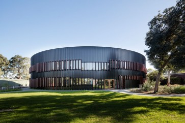 Ivanhoe_Grammar_School-architecture-kontaktmag-13