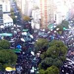 Más de 350.000 trabajadores marcharon contra Mauricio Macri