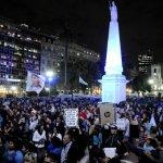 Miles piden la renuncia de Macri en Plaza de Mayo