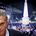 Por lo menos un tercio de los argentinos quiere que Macri «renuncie ya»