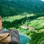 Revés judicial para Joe Lewis: vuelve a quedar imputado por las tierras de Lago Escondido