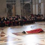 """Francisco dedicó este Viernes Santo a las víctimas de la trata de personas y pidió """"ver la cruz de Jesús en todas las cruces del mundo"""""""