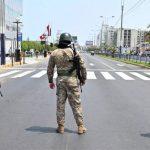 Grave: en Perú ya eximen a militares y policías de responsabilidad penal por matar o herir por cuarentena