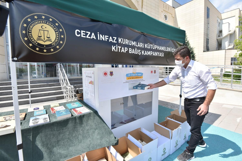 Karatay Belediyesi'nden kitap bağışı kampanyasına destek