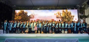 NEÜ'de 'Geleceğe Mesaj'lı mezuniyet coşkusu