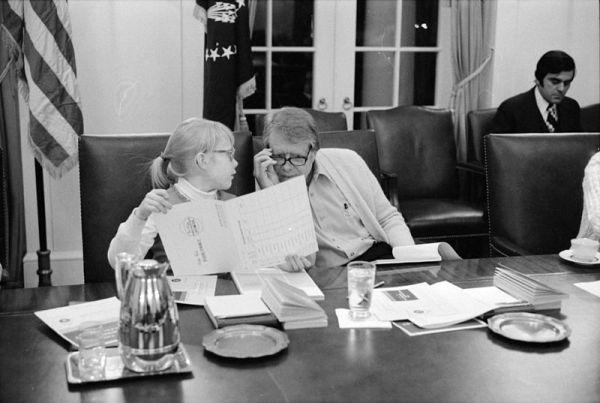 Jimmy Carter amerikai elnök és lánya, Amy egy gyorsolvasási tanfolyamon a Fehér Házban; forrás: wikipedia
