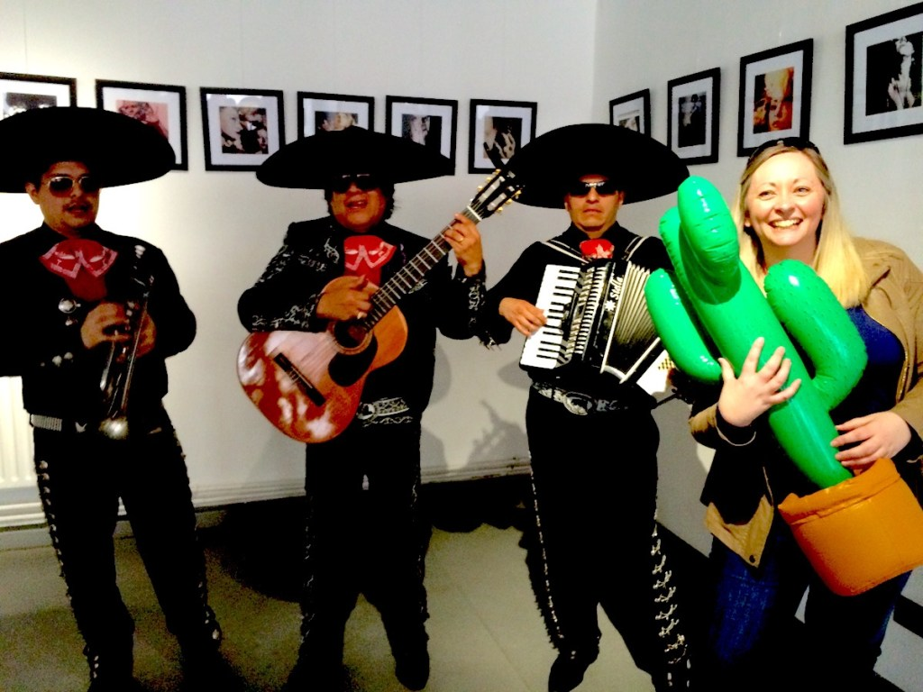 Kirsten from kooky traveller hugging a cactus to the side of the mariachi band