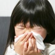 花粉症の女の子