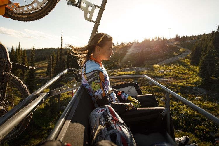 adaptive mountain biker tanelle bolt rides the chairlift at big white bike park