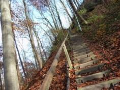 Anstieg über steile Treppe Richtung Landsberg