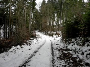 Viele Wegabschnitte abseits der ausgetreten und ausgeschilderten Wanderrouten versprechen Ruhe