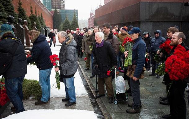 L'anniversaire de la mort de Staline: les Russes portent des fleurs