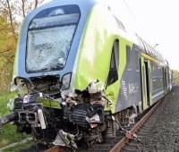 В Германии поезд врезался в грузовик, 20 пострадавших