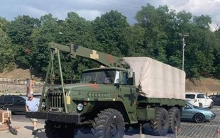 In the center of Kiev, a military truck crashed into several vehicles.