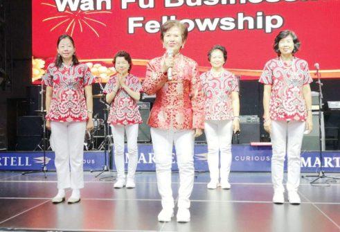 国语堂迦勒团契姐妹表演舞蹈