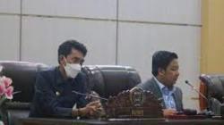 Ketua DPRD Banjar, Rofiqi memimpin rapat.