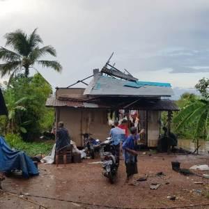 Angin Puting Beliung Hancurkan Puluhan Rumah di Martapura Barat