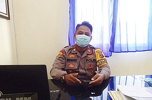 Kapolsek Sungai Tabuk saat diwawancarai koranbanjar,net. (foto: aristi)