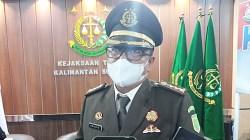 Asisten Tindak Pidana Khusus (Aspidsus) Kejati Kalsel, Dwi Prihartono SH MH saat wawancara dengan awak media, Kamis, 22 Juli 2021. (foto: leon)