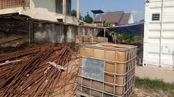Penumpukan BBM di Workshop PT. Catur Karya Bersaudara di Jl Pangeran Hidayatullah Martapura. (foto: koranbanjar.net)