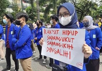 Demo mahasiswa di Kota Banjarmasin. (foto: yanda)
