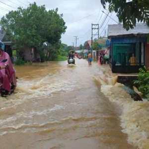Sungai Meluap Akibat Hujan, Beberapa Rumah Warga di Kotabaru Terendam Banjir