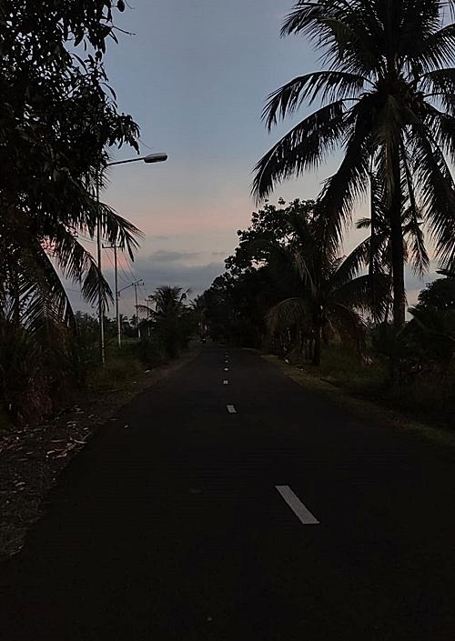 Jalan tanpa PJU di Kota Marabahan, Kabupaten Batola. (foto: faqih)