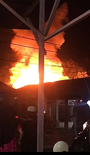 Kebakaran di Desa Bamban Utara, Kandangan, Kalsel. (foto: ist)