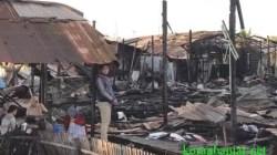 Kebakaran yang terjadi pada rumah dinas (rumdin) guru di Kecamatan Gambut, Kabupaten Banjar, Kalimantan Selatan, Sabtu, (24/9/2021). (foto: dok koranbanjar.net)
