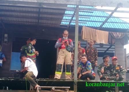 Relawan berkoordinasi untuk melakukan pencarian terhadap korban hilang, Mukri. (foto via grup info)