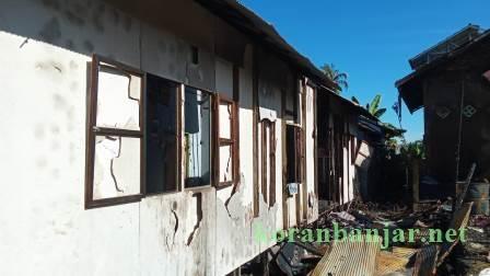 Tiga rumah hangus terbakar di Batola, Kamis (23/9/2021). (foto: faqih)