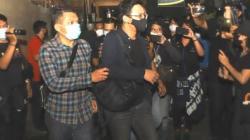 Musisi David Kurnia Albert atau David NOAH usai menjalani pemeriksaan di Polda Metro Jaya, Jakarta Selatan, Selasa (24/8/2021). (MataMata.com/Alfian Winanto)
