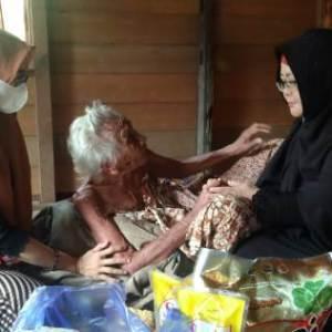 KS2 Bagikan 30 Paket Dhuafa di Lima Desa Tabalong