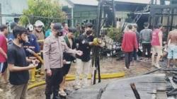 Kebakaran di Kelurahan Basirih Banjarmasin yang menghanguskan rumah salah seorang Ketua RT setempat. (foto: yanda)