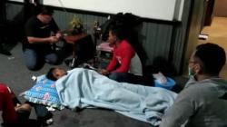 Salah seorang korban saat mendapatkan perawatan medis. (foto: yanda)