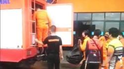 Tim SAR Banjarmasin bersiap melakukan pencarian di Sungai Barito. (foto: yanda)