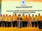 Daeng Ganda Rahmatullah (di podium) Saat Membacakan Pakta Integritas di DPP Golkar