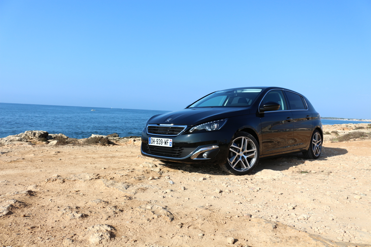 With Peugeot @ Mallorca: Der Löwe chillt am Meer