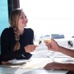 男性が好きな女性と会話している時に見せる脈ありサイン5選!