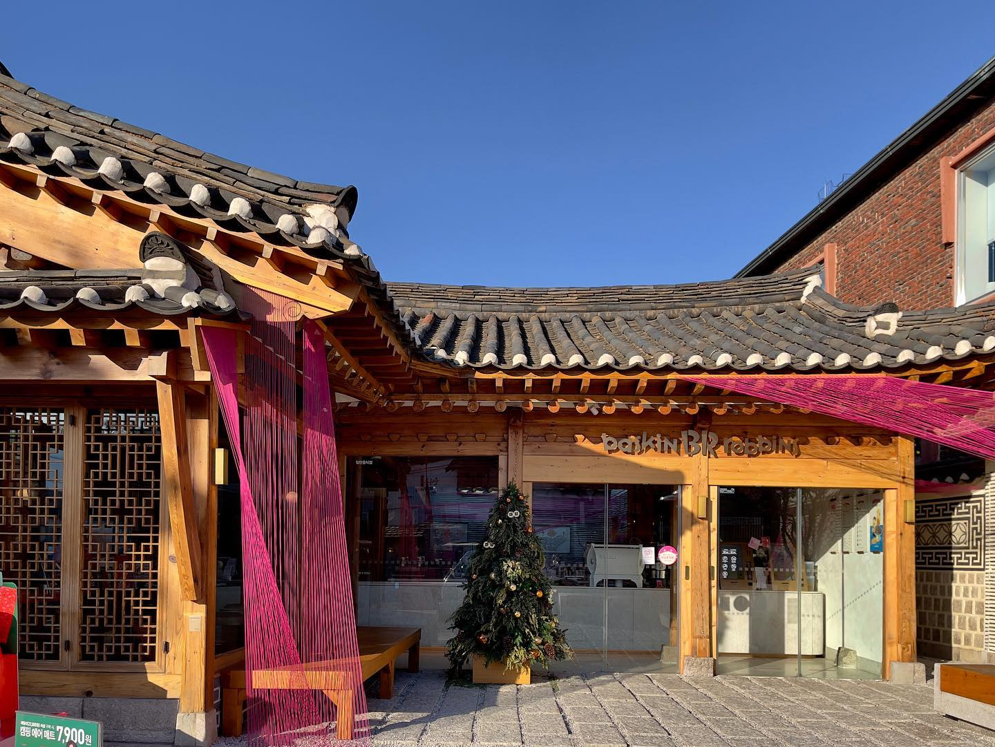 Hanok-inspired Baskin Robbins: flavors from another time