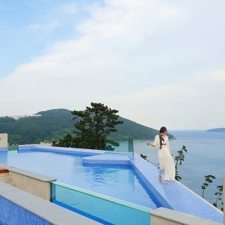 relaxing pool at SangSang Hotel