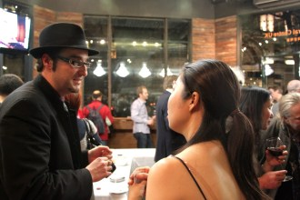 Jung Ji-eun talks to a guest afterwards